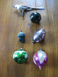 6 x Old vintage Christmas balls in a set...5 balls and a bird...Cleanup!  #CristmasBalls