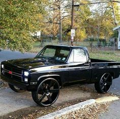 Murdered out chevy Custom Chevy Trucks, Chevy Pickup Trucks, Classic Chevy Trucks, Gm Trucks, Chevy Pickups, Jeep Truck, Chevrolet Trucks, Diesel Trucks, Cool Trucks