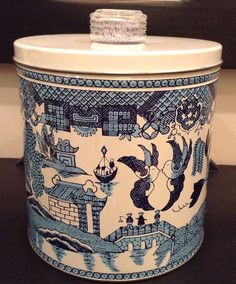 WOW! Vintage Krispy Kan Blue Magic Dri-Knob Cracker Storage Tin Can BLUE WILLOW