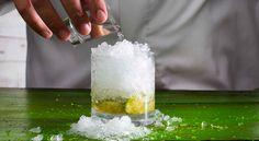 Como fazer uma caipirinha Glass Of Milk, Cocktails, Cooking, Sword, Ice, Beverage, Caipirinha, Craft Cocktails, Kitchen