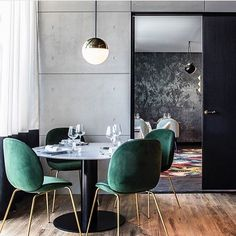 The jewel green Beetle Chairs in combination with the white marble GUBI Table 2.0 set the perfect fine dining atmosphere. Photo via @claude_cartier_decoration #gubi #gubiofficial #gubistore #beetlechair #gamfratesi #gubitable20