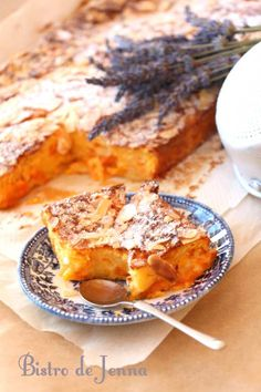 Apricot flan and almond crunch - Jenna's Bistro - Eat Recipes French Desserts, Fun Desserts, Delicious Desserts, Sweet Recipes, Cake Recipes, Dessert Recipes, Cuban Recipes, Flour Recipes, Food And Drink