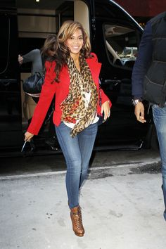 beyonce+maternity+clothes | Mom-to-be, Beyonce, is seen entering an office building wearing a red ...