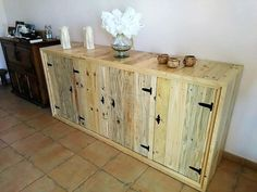 We feel glad to present new ideas to the people who prefer to create the furniture at home, this recycled wooden pallets entryway table is not just great because it looks nice, but it offers ample space to store the items.
