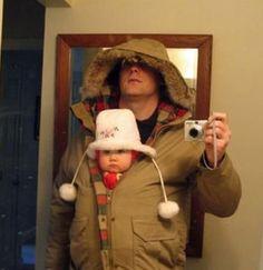Si papá no encuentra la mochila del bebé busca soluciones originales. Padre canguro