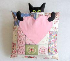 """Kissenbezüge - Kissenhülle """"Katze mit Herz"""" - ein Designerstück von LilyTiger bei DaWanda"""