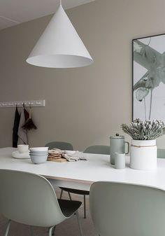 Home in beige - via Coco Lapine Design Kitchen, ideas, diy, house, indoor, organization, home, design, cook, shelving, backsplash, oven, desk, decorating, bar, storage, table, interior, modern, life hack.