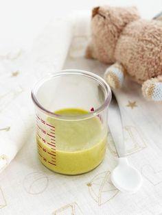 Bebeğimin ilk sebze püresi kış sebzeleriyle… /  5 veya 6. aydan itibaren 1 bebek porsiyonu  İlk olarak pirinç, havuç ve patates ile başlayıp 3-4 gün sonra tek tek kış sebzelerinden eklemeye başlayabilirsiniz. Özellikle tat olarak birbiri ile yakışan sebzeleri bir arada kullanmaya özen gösterin. İlk başlangıçta kullanacağınız her sebzeden minik bir parça, yani yaklaşık 10-15 gr yeterlidir.Yazının devamı için…