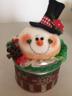Christmas Tree Card Holder, Cork Christmas Trees, Christmas Arts And Crafts, Felt Christmas Ornaments, Christmas Candy, Christmas Projects, Christmas Time, Christmas Wreaths, Christmas Decorations