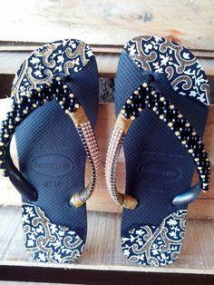 Beaded Shoes, Beaded Sandals, Bare Foot Sandals, Shoes Sandals, Crochet Flip Flops, Decorating Flip Flops, Decorated Shoes, Summer Shoes, Diy Fashion
