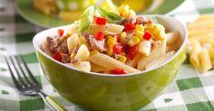 Recette de Salade de pâtes au thon, tomate et maïs en boîte. Facile et rapide à réaliser, goûteuse et diététique.