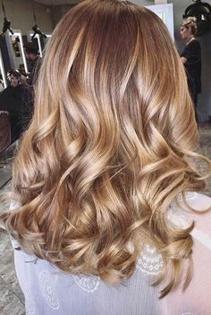 Warm Blonde Hair Shades Perfect for Brightening Your Locks This Spring - Warm Blonde Hair Shades Perfect for Brightening Your Locks This Spring Cream Soda with Rose Gold Balayage Blonde Hair Shades, Honey Blonde Hair, Blonde Color, Cream Blonde Hair, Blonde Curls, Balayage Highlights, Blonde Balayage, Brown Highlights, Brown Balayage