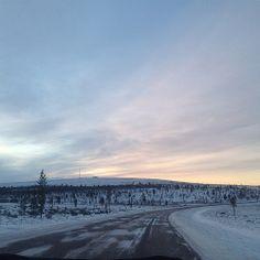 #Saariselkä #Kaunispää #saariselän_keskusvaraamo #Urupää #pohjois lappi #sceenery #lapland #finland #north village http://www.saariselka.com