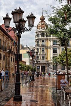 Oviedo (en asturiano Uviéu) es una ciudad y sede de las instituciones (según el Estatuto de Autonomía del Principado de Asturias) del Principado de Asturias, España.