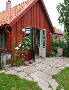 Garden Show, Home And Garden, Cabin Christmas, Swedish House, Backyard, Patio, Rustic Chic, House Colors, Pergola