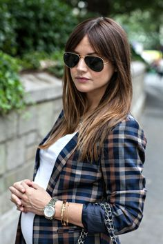 Statement Blazers - HOUSE of HARPER - Caroline Harper Knapp maternity style. How to style a blazer while pregnant. Stylish Maternity, Maternity Wear, Maternity Fashion, Maternity Styles, Pregnancy Stages, Pregnancy Outfits, Center Part Bangs, Parted Bangs, Cute Blazers