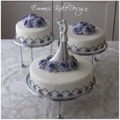 Emmas KakeDesign: Head to the blog for a step-by-step tutorial on how to make this beautiful wedding cake. Instagram @emmaskakedesign Diy Step By Step, Fondant Rose, Beautiful Wedding Cakes, Cake Tutorial, Sweets, Tutorials, Snacks, How To Make, Blog