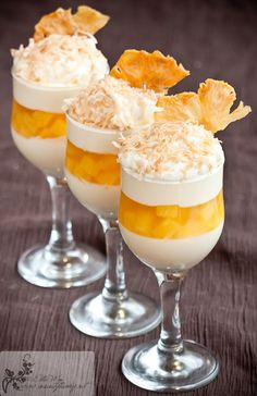 Pineapple Jelly w/ Vanilla Panna Cotta Desserts In A Glass, Mini Desserts, Sweet Desserts, Just Desserts, Sweet Recipes, Delicious Desserts, Dessert Recipes, Yummy Food, Silvester Party