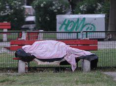 Η εικόνα της άστεγης φοιτήτριας που δύσκολα θα ξεχαστεί – «Βρέθηκε να κοιμάται σε ντουλάπα»!