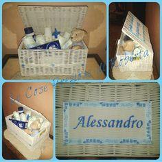 Cestino di nascita personalizzato contenente: 8 pannolini, polvere Fissan  g. 100, shampoo Dermogella Bebè 100 ml,  bagno Dermogella Bebè 100 ml, pasta Fissan 100 ml e orsetto