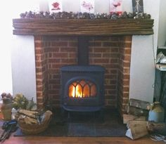 Jotul F3 #woodstove with reclaimed clad oak beam and reclaimed brick slip chamber fitted in 2001, serviced today! pic.twitter.com/dA2LRWOx6f