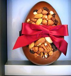 Receita de Ovos de Páscoa Recheados e Crocante. Ovo de chocolate puro é como torta sem recheio, então, vamos inovar e caprichar!
