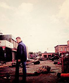 They do such a great job of creating a post apocalyptic feel #Supernatural #Dean #TheEnd