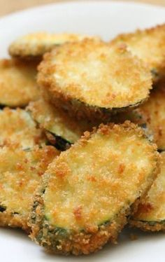Zucchini Fried Zucchini or bake with shake and bake! healthier :)Fried Zucchini or bake with shake and bake! Fried Zucchini Recipes, Zucchini Fries, Vegetable Recipes, Vegetarian Recipes, Cooking Recipes, Healthy Recipes, Fried Zuchinni, Fried Zucchini Chips, Vegetable Chips