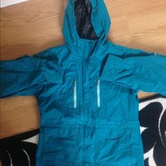Columbia Jacket Has small stain on left sleeve. Otherwise in great condition! Is a 14/16 kids but could fit a small Columbia Jackets & Coats