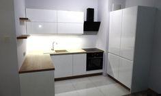 Jasne meble kuchenne. Kuchnia wykonana przez studio BluMeb (Chwaszczyno k. Gdyni)