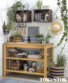New Farmhouse Style Outdoor Kitchen Tables Ideas Cheap End Tables, Rustic End Tables, Small End Tables, Shed Interior, Interior Design Kitchen, Kitchen Decor, Kitchen Tables, Diy Kitchen, Diy Home Decor Bedroom