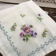 Cross Stitch Boarders, Cross Stitch Flowers, Cross Stitching, Cross Stitch Patterns, Hand Embroidery, Embroidery Designs, Needlework, Diy And Crafts, Weaving