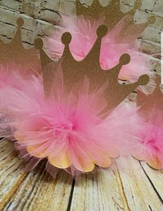 33 Ideas For Baby Shower Centerpieces Tutu Pink Tutu Centerpieces, Princess Centerpieces, Crown Centerpiece, Baby Shower Centerpieces, Girl Baby Shower Decorations, Baby Shower Themes, Birthday Party Decorations, Baby Shower Princess, Princess Theme Party