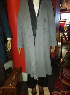 Porpentina full costume up close on display fantastic beasts cosplay costume tina goldstein