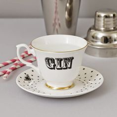 A gin teacup! Or should that be gincup? :-D All this and more in: The Best Gifts for Gin Fans to buy in the UK | Vinspire