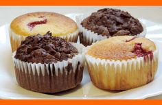 Fantastické Muffiny Muffiny môžu byť vynikajúce šťavnaté, mäkučké. vanilkové aj čokoládové. Ingrediencie 2 vajcia 1 struk vanilky alebo vanilkový cukor 120 g kryštálového cukru 200 g polohrubej múky 1 čl prášku do pečiva 4 PL oleja 250 ml acidofilného mlieka alebo kefíru 30 g horkej čokolády min 50% 1 PL kakaa kúsky ovocia. Inštrukcie Do …