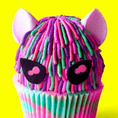 Recipe with video instructions: You're gonna want to paws what you're doing and try one of these cupcakes right meow! Ingredients: Cupcakes, all-purpose flour, caster (superfine) sugar,. Cupcake Videos, Cupcake Recipes, Baking Recipes, Dessert Recipes, Girl Cupcakes, Fun Cupcakes, Cupcake Cakes, Cute Desserts, Delicious Desserts