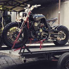 Moto Bike, Motorcycle Bike, Custom Bobber, Custom Bikes, Honda Tiger, Scooter Custom, Brat Cafe, Riders On The Storm, Best Mountain Bikes