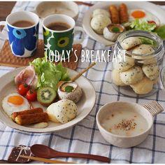 こんな時間に今朝の朝ごはん…♡(笑) ポンデケージョを焼いたので、それで簡単朝ごはんでしたー!! あとあと、今日の夜旦那さんの妹ちゃんと彼氏さんが遊びに来るってことだったので久しぶりに豆乳プリンも大量に作りました♡ 彼氏さん、ただ遠慮してたのか…実は嫌いなのか…いらないって言ってたけど(இдஇ; )  旦那さんの食べんと?(꒪⌓꒪) …ていうなんともいえない圧力に負けて食べてくれました♡ありがとう♡(笑) #今さら#朝ごはん