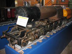 Locomotora de vapor MZA 1401: Maqueta de locomotora MZA 1401, sense carenar per a poder veure els mecanismes interns. Locomotora de vapor MZA 1401: Maqueta de locomotora MZA 1401 sin carenar para poder ver los mecanismos internos.