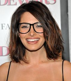 Sarah Shahi with glasses looks very likeable Bangs And Glasses, Hairstyles With Glasses, Hairstyles With Bangs, Medium Hairstyles, Girl Hairstyles, Cool Easy Hairstyles, 2015 Hairstyles, Pretty Hairstyles, Hairstyle Ideas