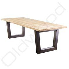 Stoere tafel 'Leipzig' met een doorleefd oud eiken blad en metalen trapeze onderstel. Het leuke van dit model 'Leipzig' is dat u ook kunt kiezen voor model 'Trapezium', de poten worden dan met het smalle deel aan het blad bevestigd.