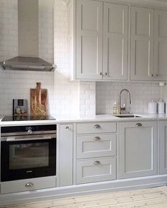 Small Kitchen Ideas - The Very Best Little Kitchen Layout Suggestions for Your Tiny Area. While studio apartments as well as residences often provide plenty in the charm as well as comfort division, t Grey Kitchen Cabinets, Kitchen Island, Kitchen Cupboard, Little Kitchen, Nice Kitchen, Country Kitchen, Rustic Bathrooms, Kitchen On A Budget, Küchen Design