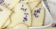 A citrom és a levendula remek párost alkot ebben a kekszben, és most nagyon időszerű is, mert javában virágzik a levendula. ...