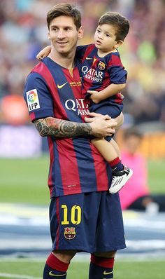 BARCELONA, SPAIN - MAY Barcelona Football player Lionel Messi and his son Thiago Messi celebrate winning the Spanish League at Camp Nou on May 2015 in Barcelona, Spain. (Photo by Europa Press/Europa Press via Getty Images) Fc Barcelona, Lionel Messi Barcelona, Barcelona Football, Football Player Messi, Messi Soccer, Messi Son, Neymar, Messi 2015, Cr7 Junior
