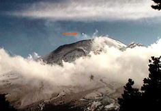 UFO comes out of the Volcano Popocatépetl on Dec 28, 2014 |UFO Sightings Hotspot