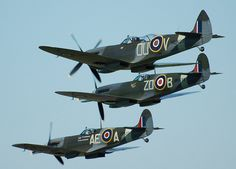 Three spitfires in a formation flight Ww2 Fighter Planes, Ww2 Planes, Fighter Aircraft, Fighter Jets, Navy Aircraft, Ww2 Aircraft, Military Aircraft, Spitfire Supermarine, Spitfire Airplane