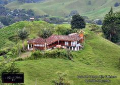 casa de campo  Armenia Quindio Colombia #SomosTurismo Country Farmhouse, Country Life, Beautiful Homes, Beautiful Places, Colombia South America, Sense Of Place, Gaston, Beautiful Landscapes, Nature Photography