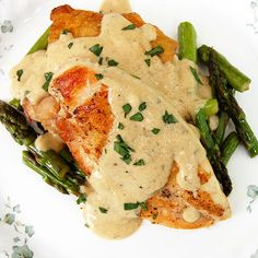 Pan-Fried Chicken with Mustard Cream Sauce and Asparagus- holy moly! Mama likes.