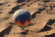 """""""Wüstenwind"""" - Von Nordmann zeigt einen Heißluftballon über der Wüste von Namib. Dieses Bild in voller Auflösung unter: https://contest.cewe-fotobuch.de/sport-2016/photo/wustenwind"""